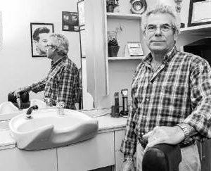 Medio siglo cortando cabellos