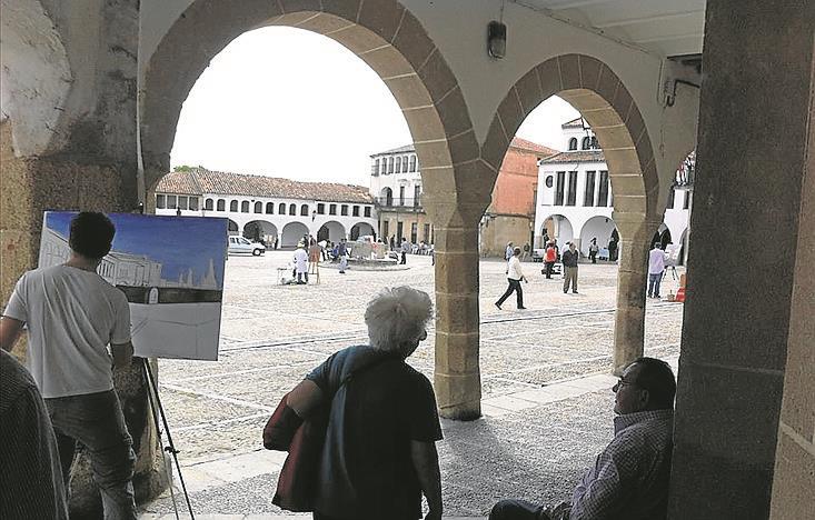 Un certamen de pintura realza la Plaza Porticada